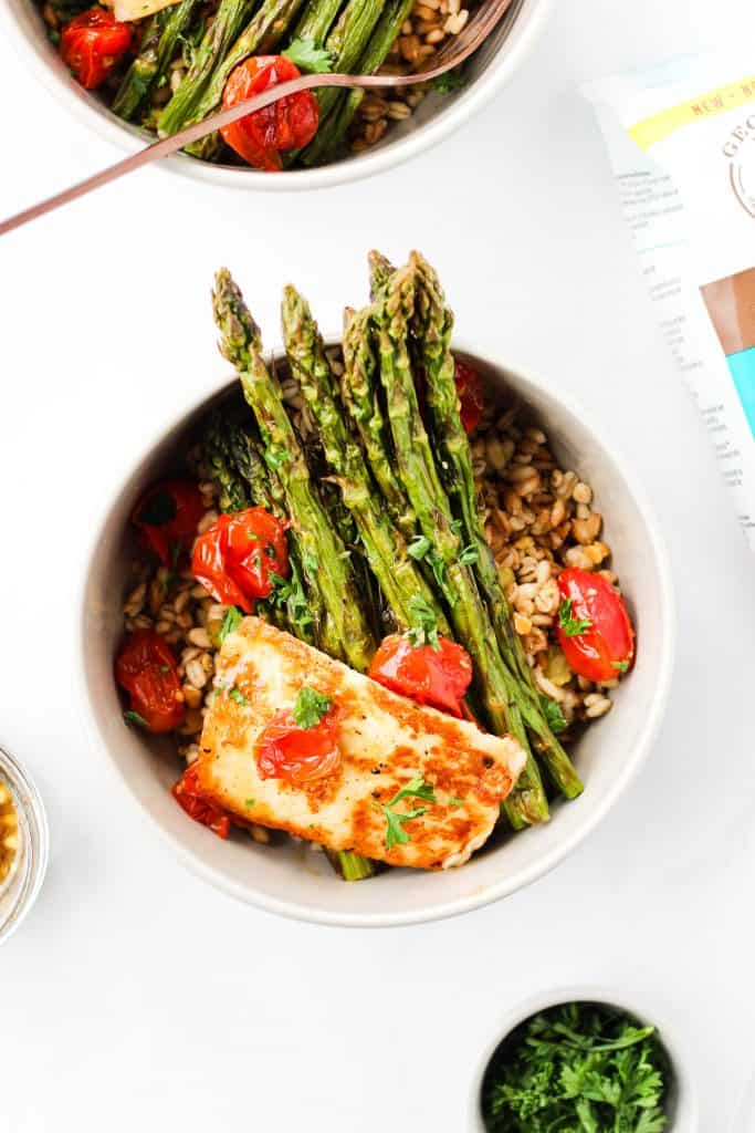 This Vegetarian Grain Bowl with Grilled Halloumi cheese is a super healthy and easy plant-based meal to enjoy for lunch or dinner.